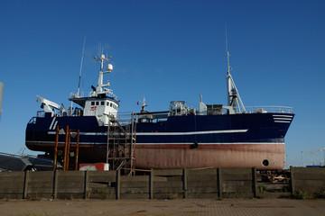 Werft Schiff blau Seite