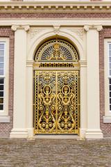 Gouden entree van paleis Het Loo. Apeldoorn