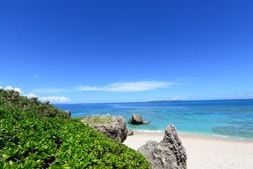 コマカ島の綺麗な海と夏空