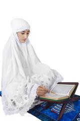 Muslim woman reads Kuran