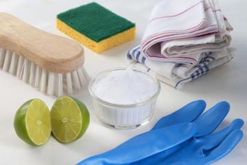 Detergeant biologique, citron et bicarbonate de sodium.