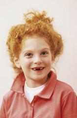 Mädchen (8-9 Jahre) lächelnd,Porträt