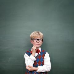 Schulkind vor der Tafel