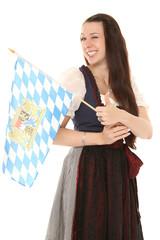 Mädchen im Dirndl mit Bayernfahne