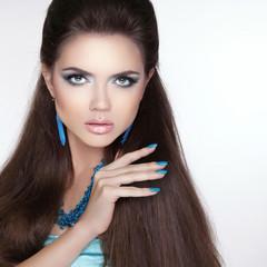 Beauty fashion brunette girl model with makeup, manicured polish