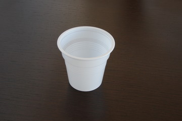 Piccolo bicchiere bianco