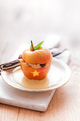 Stuffed Halloween apple dessert