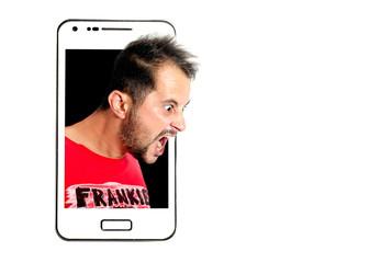 smartphone con faccia che grida