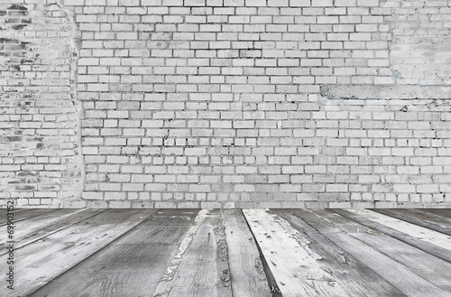 old room with brick wall - 69903152
