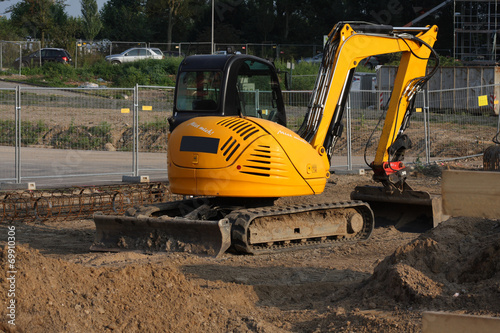 diminutive excavator - 69910306