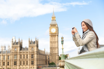 Travel tourist in london sightseeing taking photos