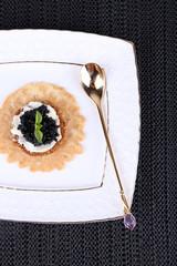 Black caviar with crispy bread