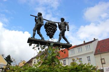 Skulptur zum Weinbau in Poysdorf im Weinviertel