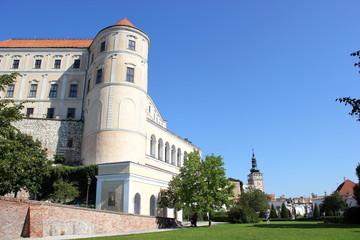 Das Schloss Nikolsburg (Mikulov) in Südmähren (Tschechien)