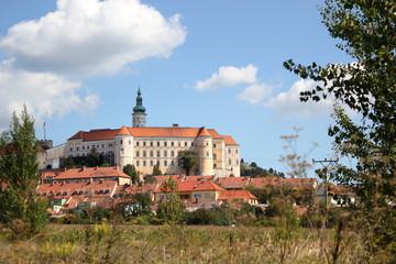 Gesamtansicht von Schloss Mikulov (Nikolsburg) in Tschechien