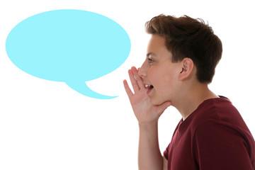 Junge beim Sprechen mit Sprechblase und Textfreiraum