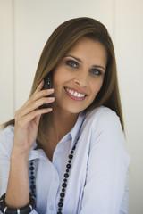 Business-Frau mit Handy,Portrait
