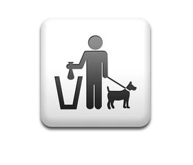 Boton cuadrado blanco 3D simbolo excremento canino