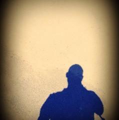 ombra uomo sulla sabbia