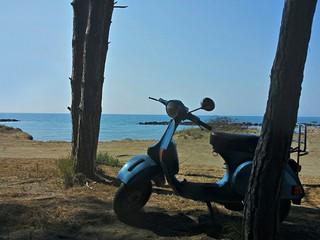 Scooter vintage al mare