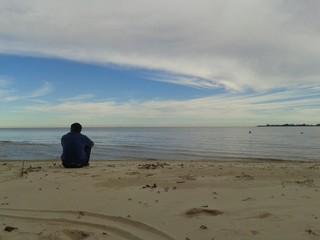 Contemplando el río 2