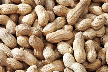Ungeschälte Erdnüsse als Hintergrund, close up