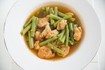 Bohnensuppe mit Nocken