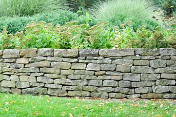 Stützmauer im Garten