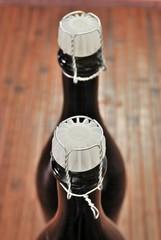 Bottiglie con tappo e gabbietta metallica
