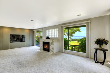 Beautitful living room with fireplace and walkout deck