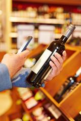 Preisvergleich mit Handy bei Flasche Wein