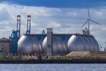 Tank im Hamburger Hafen