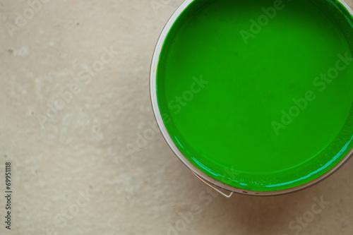 canvas print picture Farbeimer mit grüner Farbe