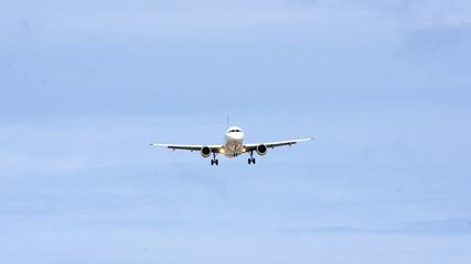Avión acercándose al aeropuerto de El Prat, Barcelona