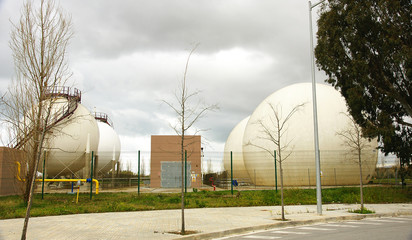 Depositos de gas en El Prat de Llobregat, Barcelona