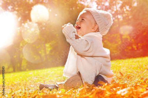 Leinwanddruck Bild child sitting autumn