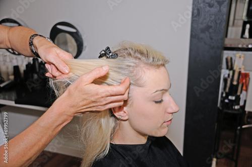 canvas print picture Junge Frau beim Friseur