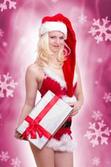erotische Weihnachtsfrau mit Geschenk in der Hand
