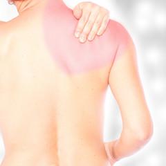 junge Dame mit Schulter- Schmerzen, rot markiert