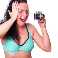 Frau überglücklich über ihr Foto ...