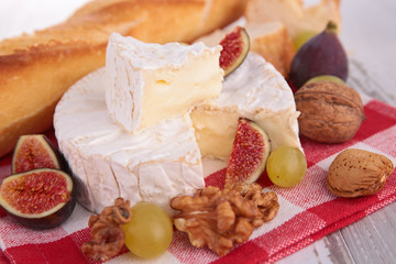 cheese, fig,nuts