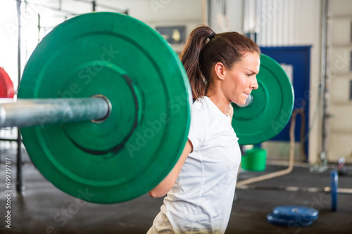 Poster Fitness Fit Woman Lifting Barbell in Gym