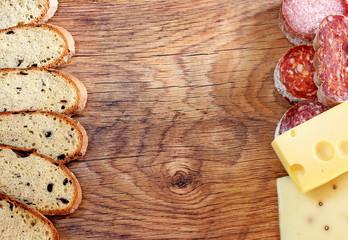 Cornice di salumi,pane e formaggi