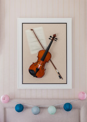 violon with fiddlestick decoration on wall