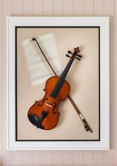 violon with fiddlestick decoration