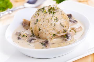 Semmelknödel mit Pilzen - Dumplings with mushrooms