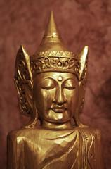 sculpture dorée bouddhiste