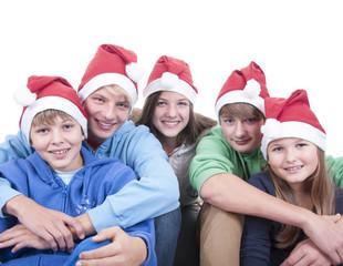 Teenager mit Weihnachtsmütze