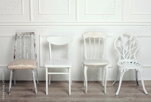 Set of white wooden vintage chairs - 70006379
