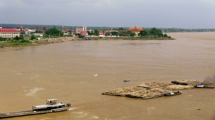 Convoy of bamboo move slowly on the mekong river (3)